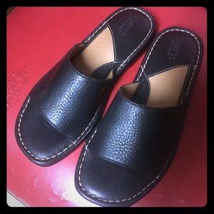☃️Born slip on shoes